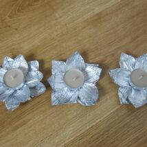 Stříbrný svícen - květina